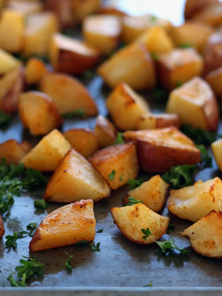 Sriracha Roasted Red Potatoes. Crispy, creamy and full of spicy garlicy flavor. Only 5 ingredients: Red Potatoes, Oil, Sriracha, Garlic Salt and Parsley in this simple flavorful side dish or breakfast burrito addition.